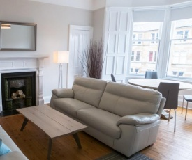 Luxury 2 bed apartment, short walk to central Edinburgh