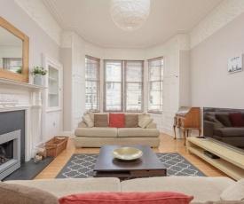 Stylish 3-bedroom Period Apt Close to City Centre