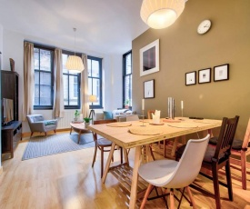 Stylish Central 2 Bed Apt - Sleeps 4!